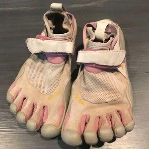 Vibram toe shoes W37